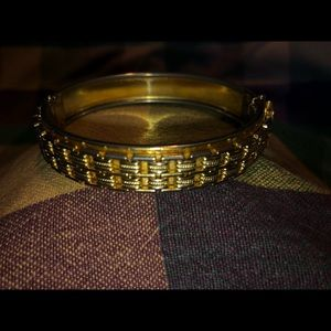 Vintage clamshell goldtone bangal